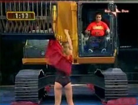 İş makinasıyla striptiz - 19